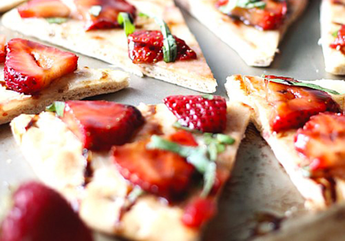 Sliced-Strawberry-Balsamic-Flatbread-suburban simplicity-final